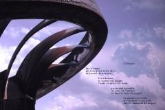 Roue du barrage de Chancy-Pougny exposéŽe ˆà Challex, dans l\'Ain, avec en arrière plan les nuages sur le Jura. Poème sur l\'alliance possible entre les hommes et la nature.